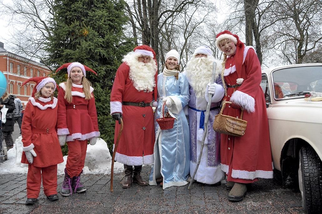 Vanhan suurtorin joulumarkkinat Kuva Eeva-Maija Haukka Joulupukki ja pakkasukko